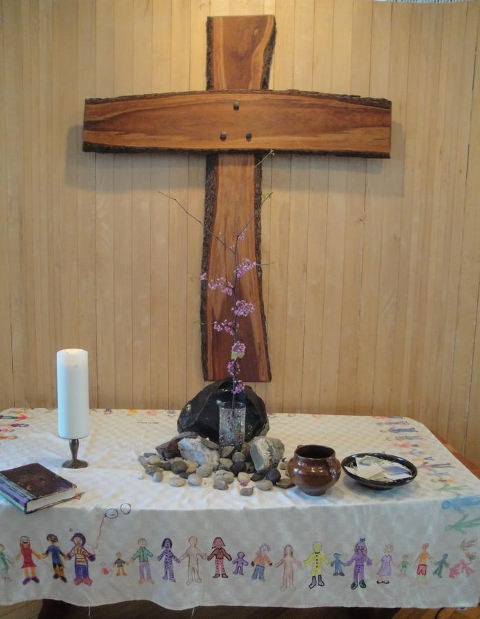 16 04 10 Altar Easter